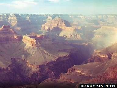 Grand Canyon avec un arc en ciel