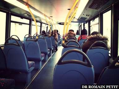 A l'intérieur d'un bus à impériale londonien moderne