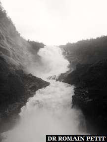 Cascade de Kjosfossen, 93 mètres.