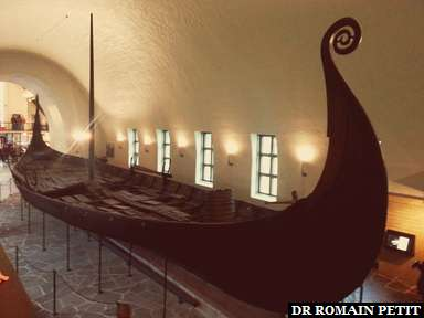 Drakkar (bateau viking) au Musée des navires vikings (Vikingskipshuset) à Oslo.