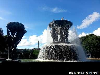 Fontaine au Parc Vigeland (Vigelandsparken) à Oslo.
