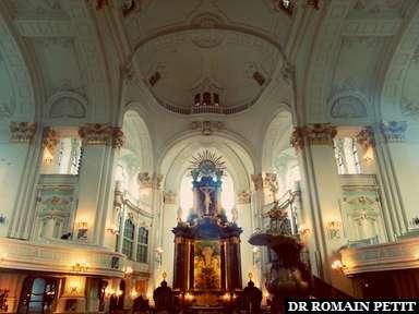 Intérieur de l'église St. Michaelis à Hambourg.