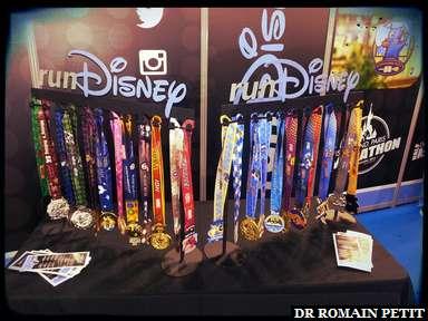 Exposition de médailles au stand runDisney