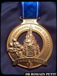 Focus sur ma médaille du Semi-Marathon Disneyland Paris - Val d'Europe