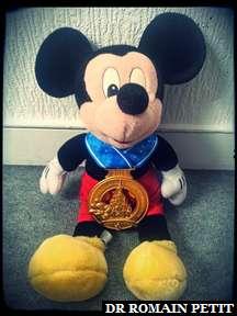 Mickey Mouse avec ma médaille du Semi-Marathon Disneyland Paris - Val d'Europe