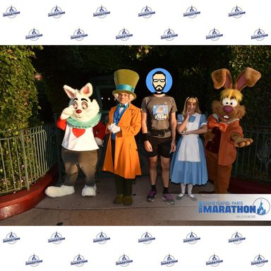 Rencontre avec White Rabbit, Mad Hatter, Alice et March Hare
