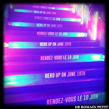 Escaliers menants à l'extérieur avec la date - 10 juin 2018 - de début de la saison <i>L'Été des Super Héros Marvel</i>