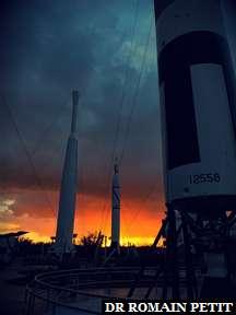 Coucher de soleil avec fusées au Kennedy Space Center