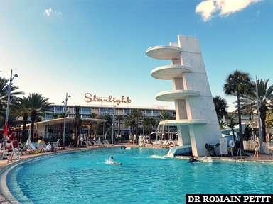 Piscine de l'hôtel Universal's Cabana Bay Beach Resort vue des chambres