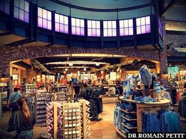 Intérieur de la boutique World of Disney à Disney Springs (WDW)