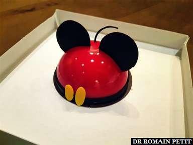 Petite gourmandise, un gâteau en forme de Mickey Mouse à Disney Springs (WDW)