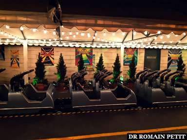 Zone de débarquement de l'attraction Rock 'n' Roller Coaster starring Aerosmith à Disney's Hollywood Studios