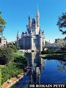 Château de Cendrillon vue de côté à Magic Kingdom Park