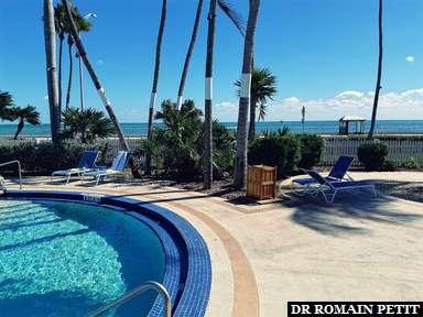 Piscine de l'hôtel à quelques mètres du Golf du Mexique à Key West